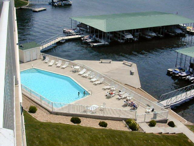 3BR lakefront condo in heart of Lake of the Ozarks, alquiler vacacional en Lake of the Ozarks