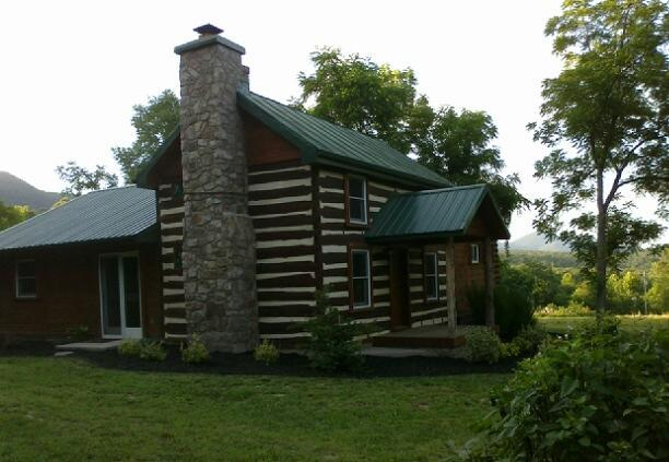 ROMANTIC / LUXURY 1850's Massanutten Springs Cabin/ Massanutten Boat Landing, holiday rental in Luray