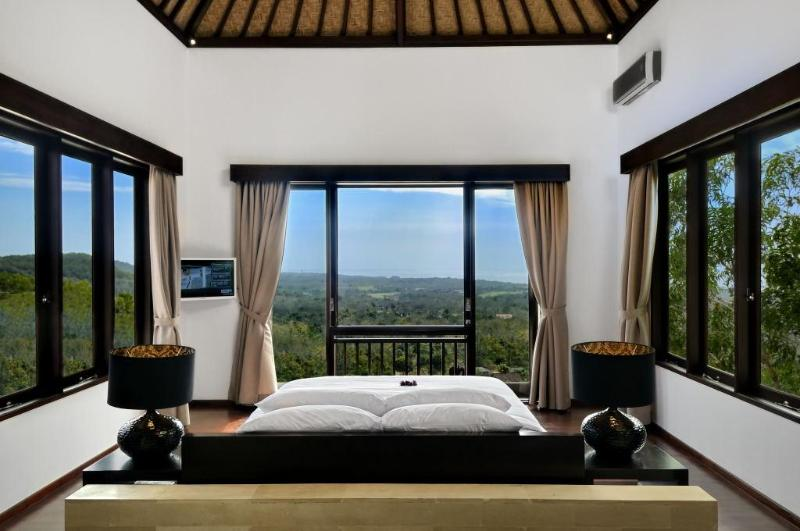Main Bedroom with Uninterrupted Views in all Directions