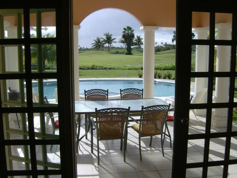 DINING PATION OVER LOOKING POOL