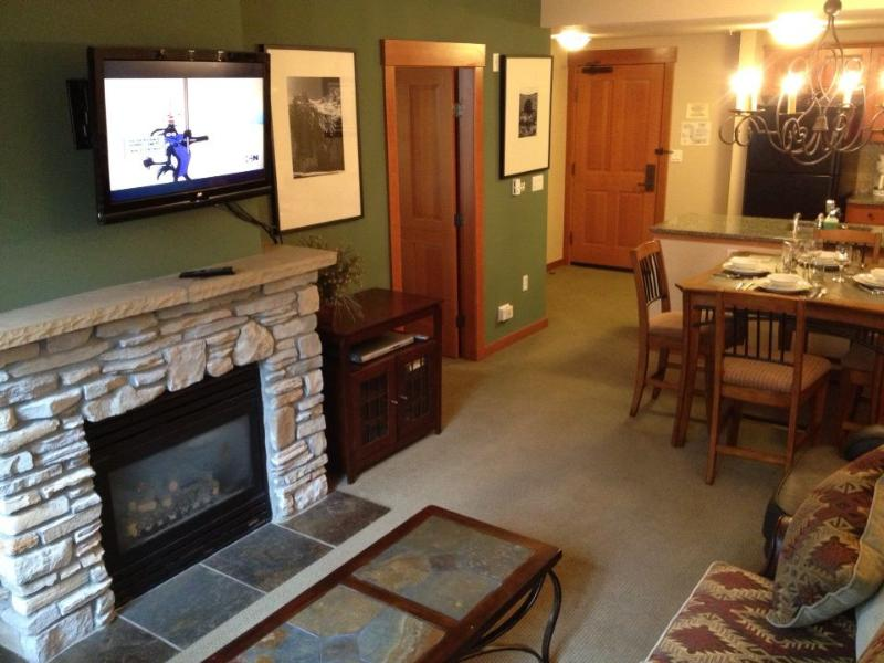 New: Coffee Table,Flat Screen TV