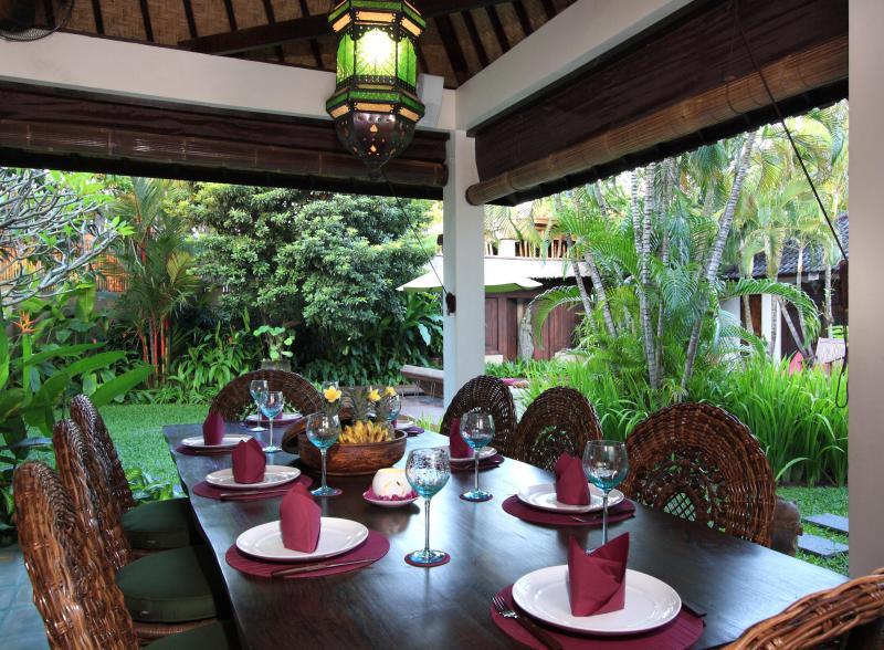 Diniing tropical