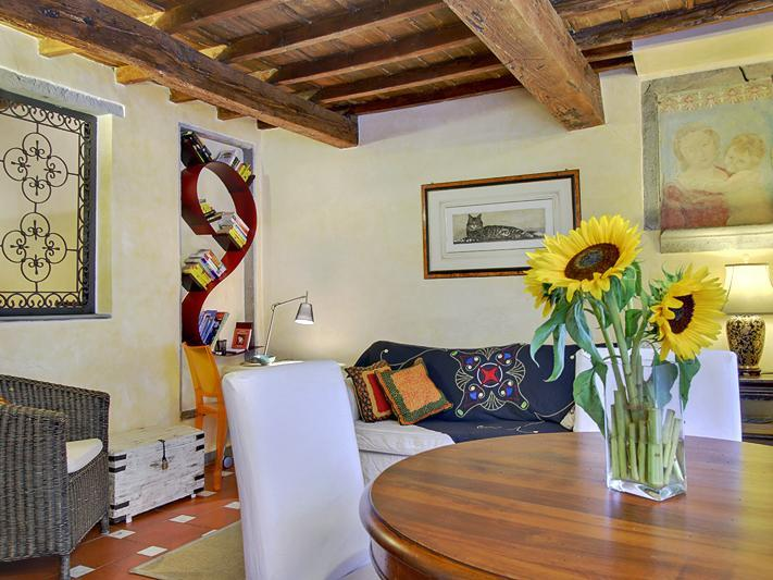 Lovely 2 Bedroom Flat in the Heart of Florence, holiday rental in Florence
