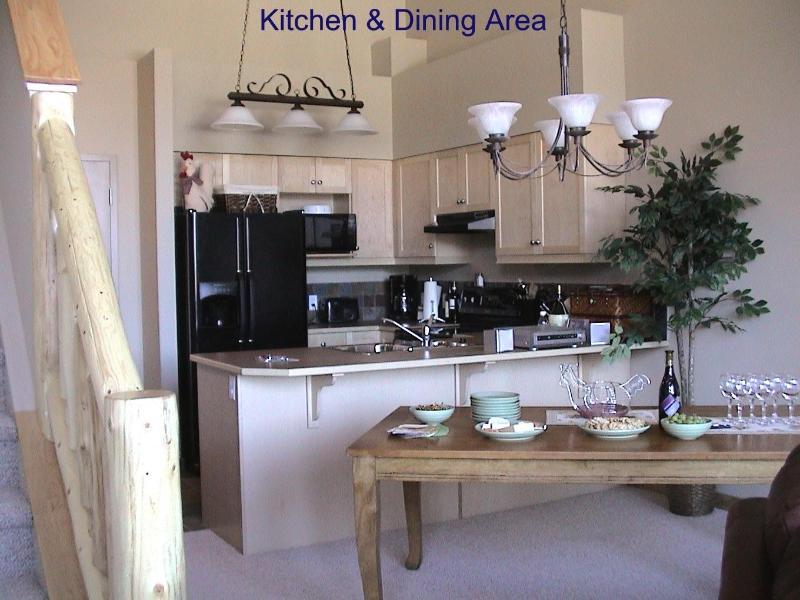 Área de cocina/comedor (capacidad para 6 personas)