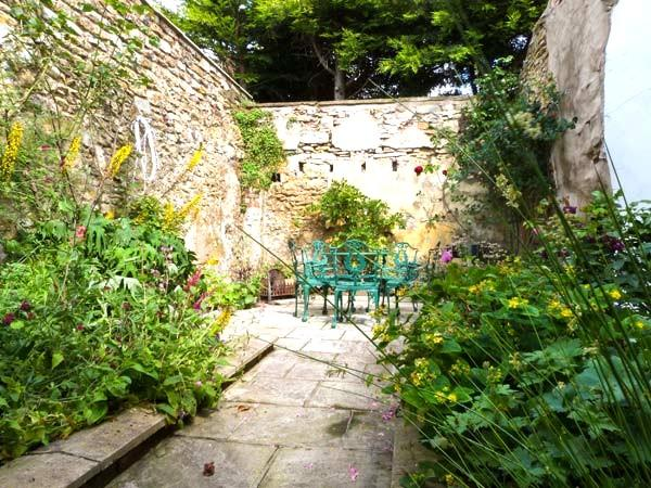 Secluded garden, perfect for relaxing in.