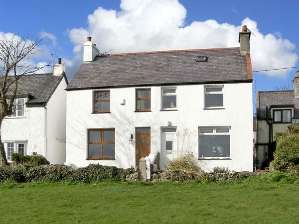 KEEPER'S COTTAGE, family friendly, with a garden in Moelfre, Isle Of Anglesey, vacation rental in Brynteg