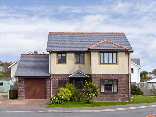 MIN Y TRAETH, pet friendly, with a garden in Criccieth, Ref 6765, holiday rental in Dolbenmaen