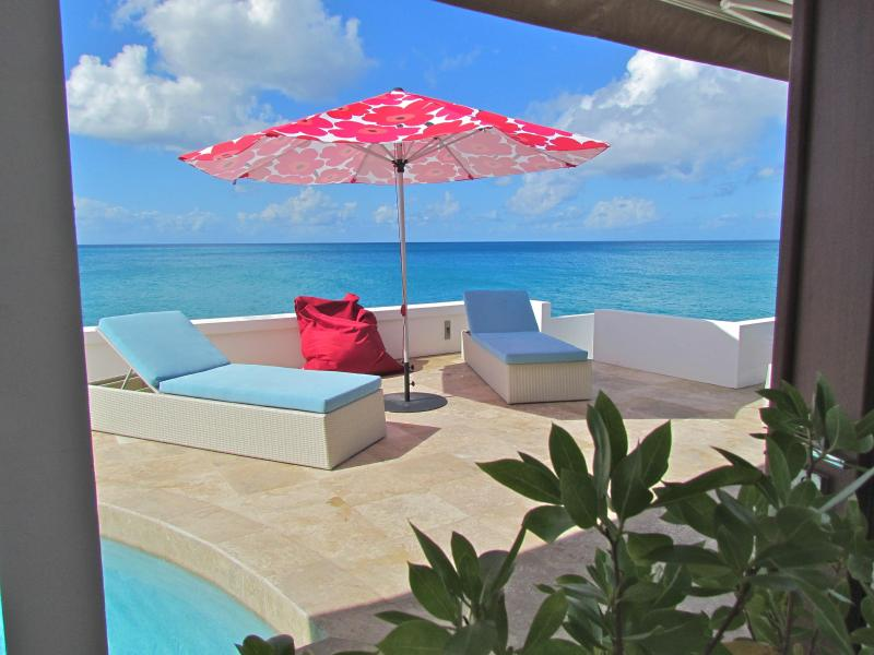 WOW WOW WOW, STUNNING INSIDE AND OUT! VILLA LIBRE`, vacation rental in Simpson Bay