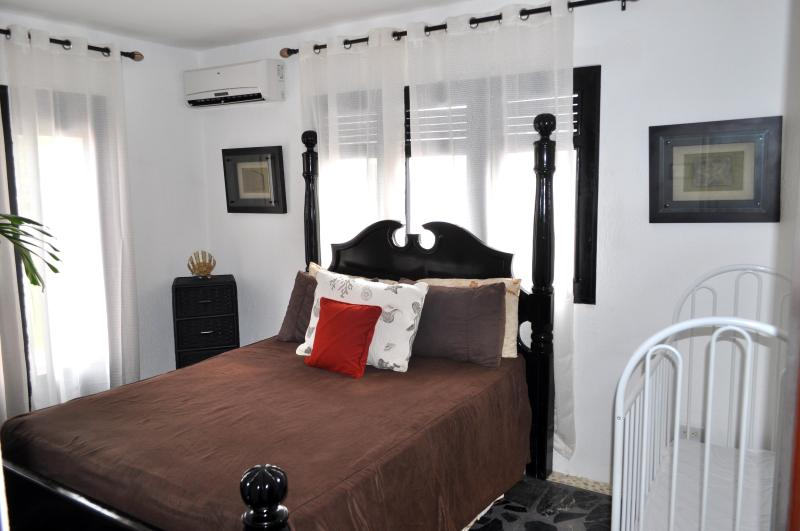 Villa Flamingo Queen Bedroom