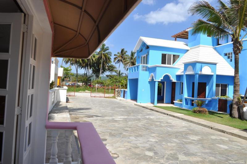 Villa Flamingo View Towards Complex Entry