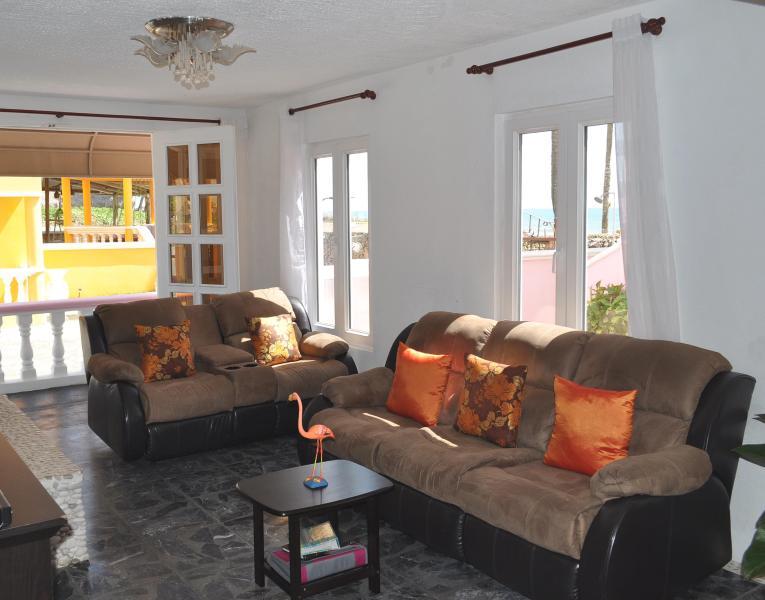 Villa Flamingo Confy Recliner Sofas