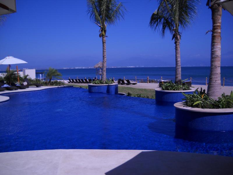 Beautiful private beach and pool with jacuzzi!