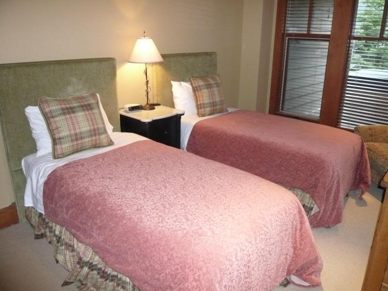 3a camera da letto (può essere configurata come una regina o 2 letti singoli)