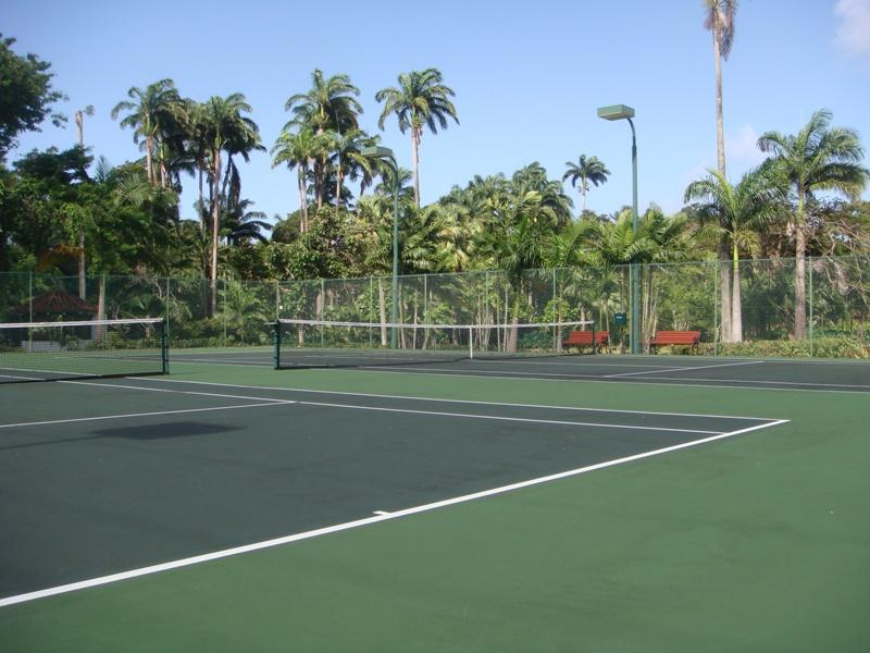 Flood lit tennis courts - complimentary