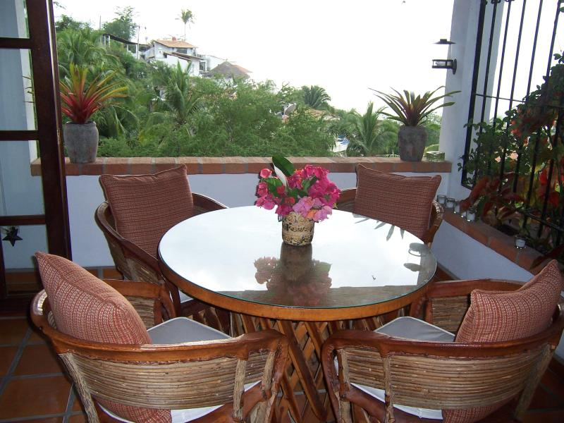 Day-time dining on terrace with bay view
