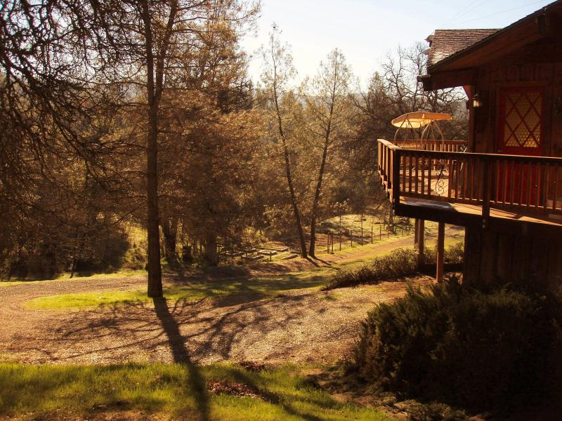 Un montón de lugares para relajarse en la casa del árbol!!!!