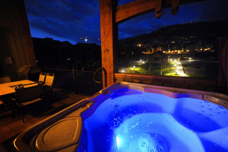 Private Hottub with Mountain Views