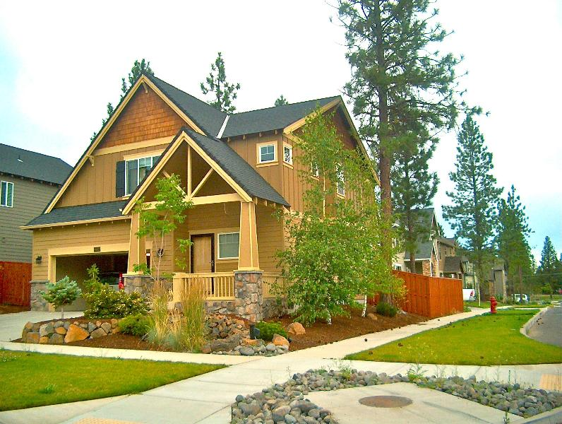 Cozy&Upscale Vacation Rental in Beautiful Bend offers 3 bedrooms, 2.5 baths, holiday rental in Central Oregon