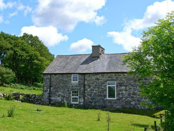 TY CAPEL JERIWSALEM, family friendly, character holiday cottage, with open fire, casa vacanza a Ganllwyd