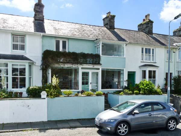 7 IVY TERRACE, family friendly, character holiday cottage, with a garden in, holiday rental in Dolbenmaen