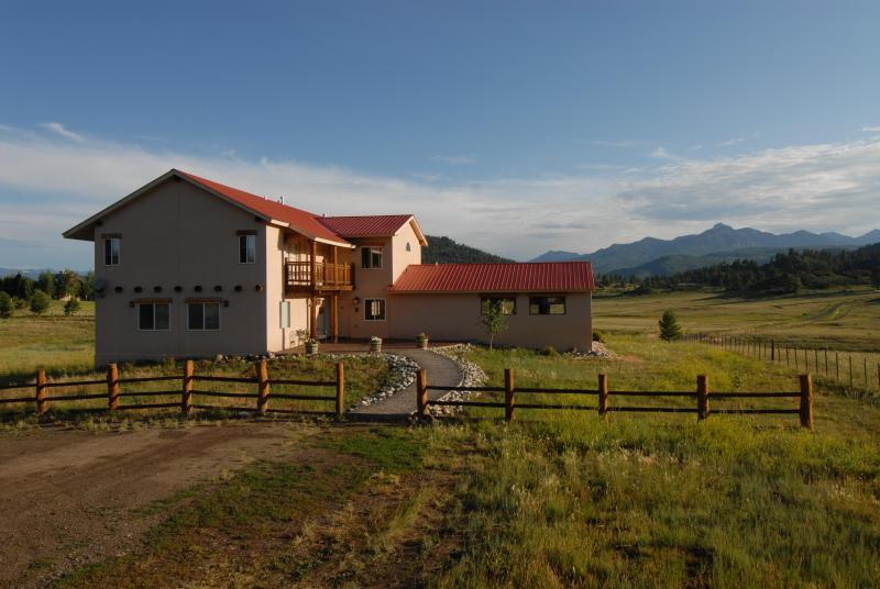 Front view of Piedra Pines Lodge