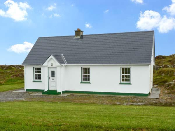 LULLY MORE COTTAGE, pet friendly, character holiday cottage, with a garden in, holiday rental in Dunglow