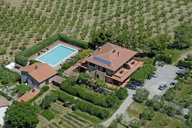 Apartment with a great view on the ground of organic farm, infinity pool, vacation rental in Montegabbione