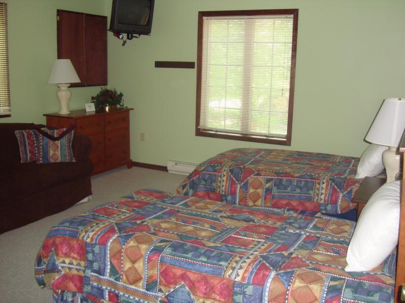 Einzelbetten in einigen Zimmern, andere mit über-Doppel- oder Queen Größe plus Roll-aways