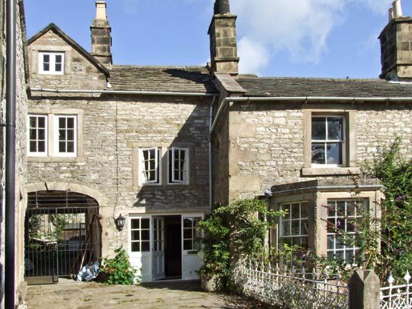 TURRET COTTAGE, pet friendly, character holiday cottage, with a garden in, vacation rental in Youlgreave