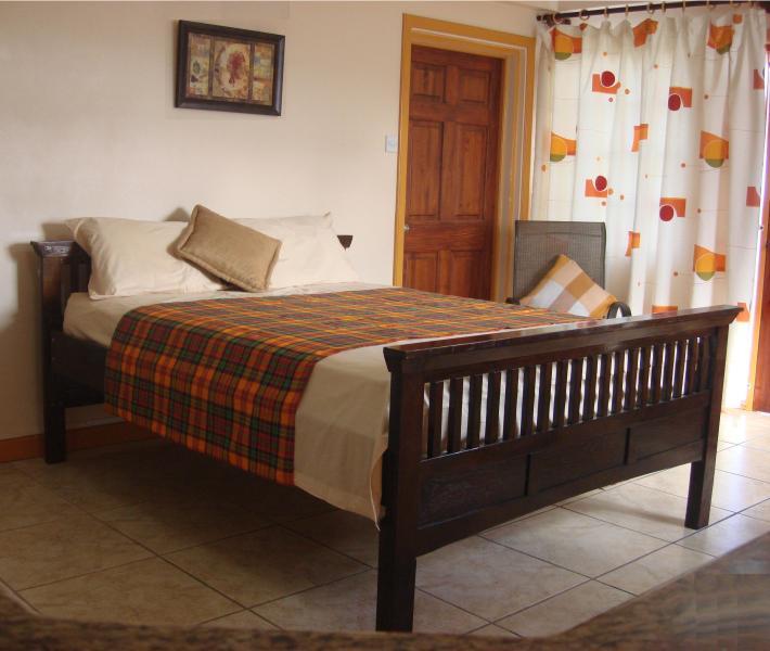 LA MARGUERITE - queen bed