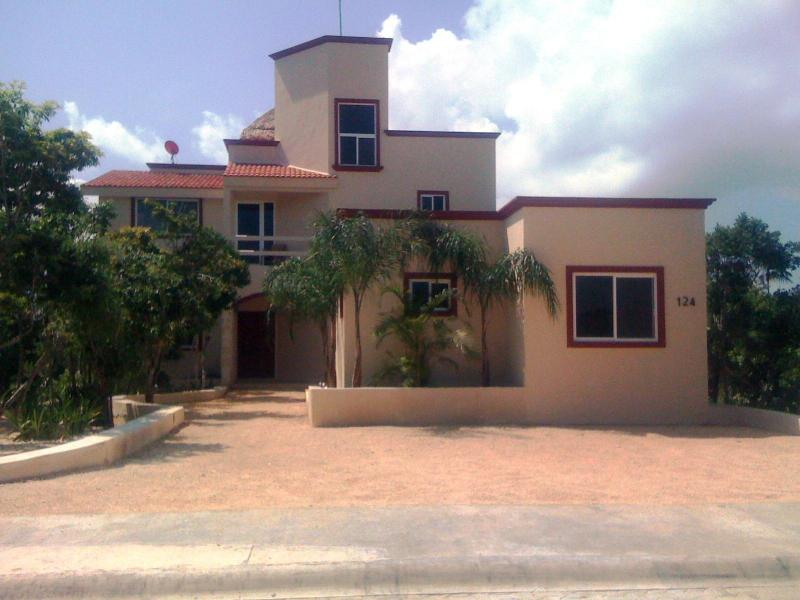 Front View of Villa Arrecife (casita to the right)