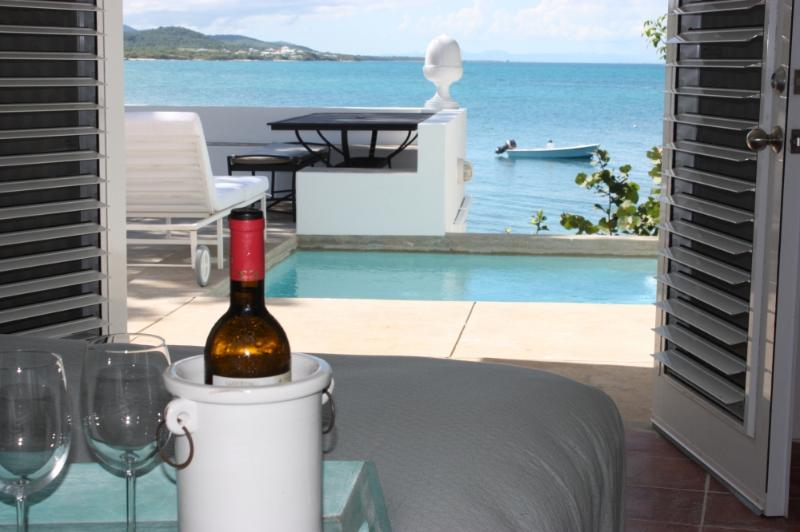 Seaside Vieques: 2 Bedroom Beach House Directly on Ocean, with Private Pool, vacation rental in Isla de Vieques