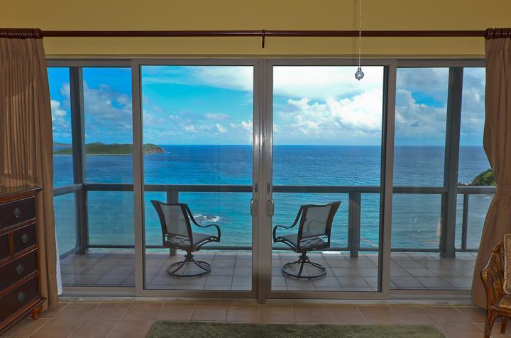 Étoile de mer Chambre Wrap privée autour d'un balcon
