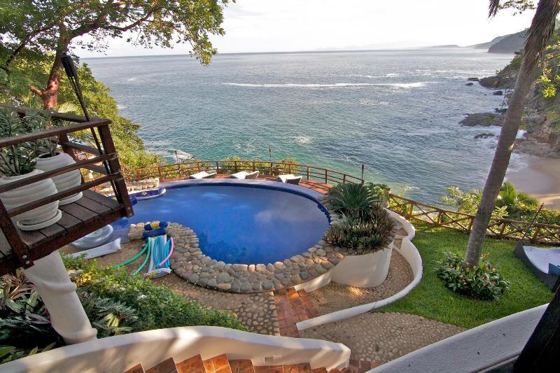 Float above the ocean in Violeta's heated pool