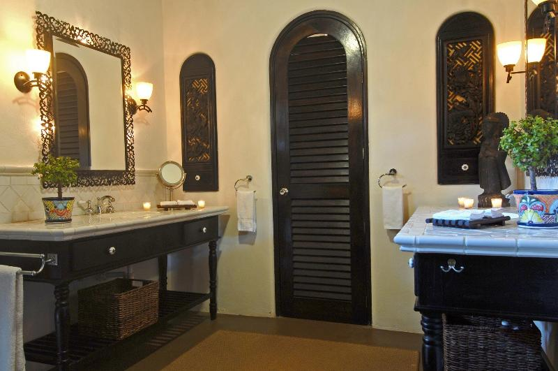 The main villa bathroom with outdoor shower can be shared by the guests in the Palapa Suite