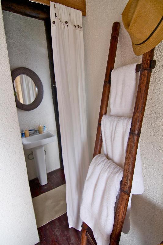 Casa Nido bathroom with outdoor shower
