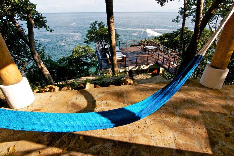 Another siesta zone in the hillside jungle above the ocean