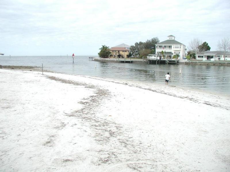 Pequeña playa local dentro de una corta distancia