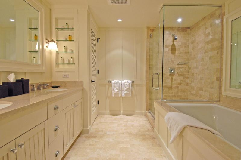 Master Bathroom with separate shower and large soaking tub!