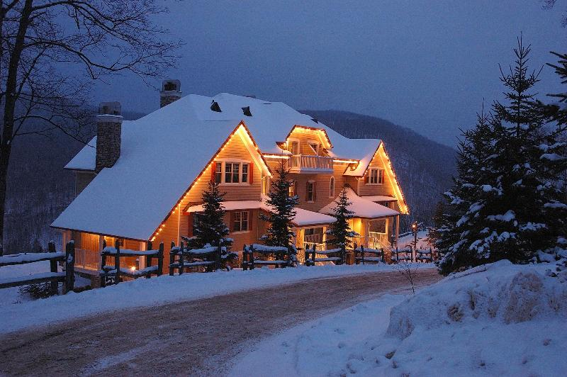 Mont Tremblant Mountain-Home Condo Accomodates up to 8 people.