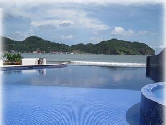 Cuadro perfecto - Spa y piscina de borde infinito frente a la playa