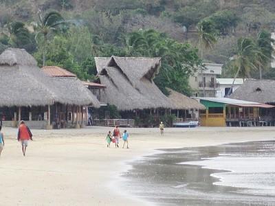 Un corto paseo a la ciudad en la playa