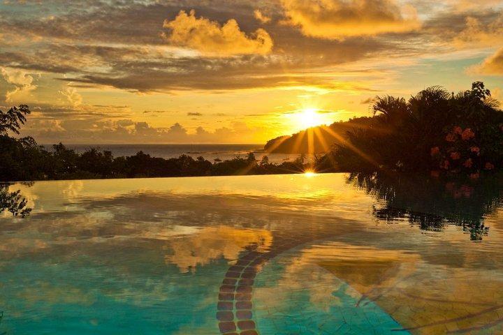 Tomar en la puesta de sol en Pelican Eyes - San Juan Del Sur