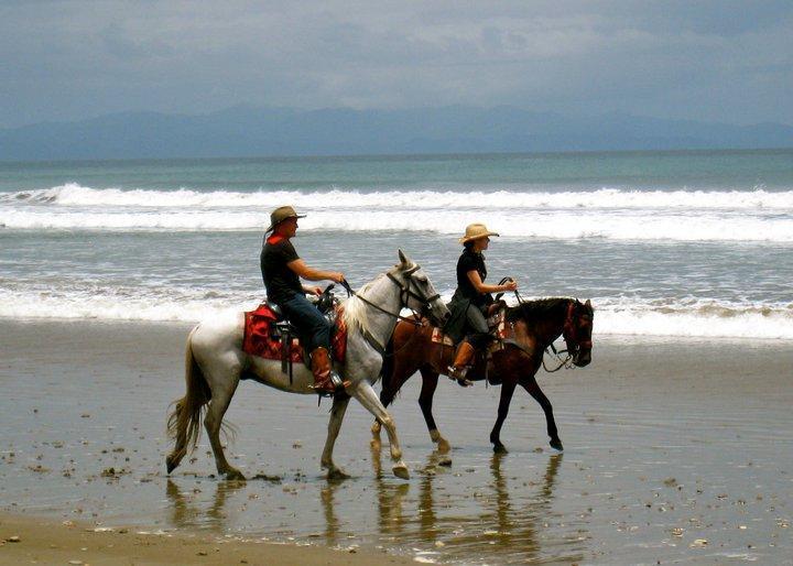 Paseo a caballo en la playa