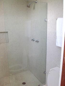 Chambre 2 - Salle de douche et WC