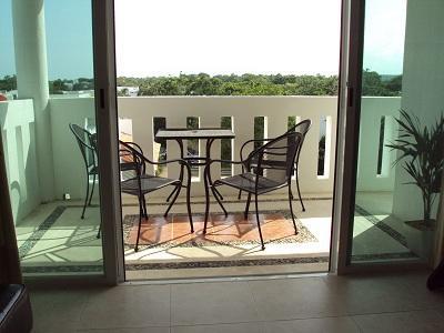 table Balcon et chaises - barbecue également inclus (stocké séparément)