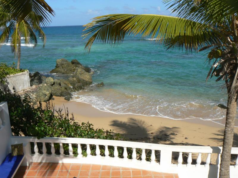 Los Cocos Beachfront Cottage, prime location!, vacation rental in Isla de Vieques