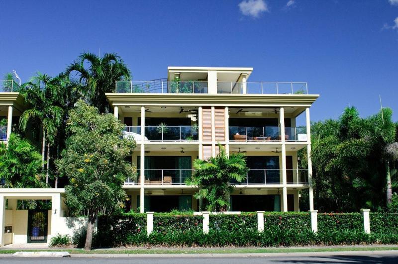 Yorkeys Knob Beachfront Apartment