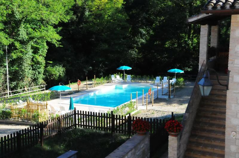 Holiday homes  in the green hills of Umbria, location de vacances à Gubbio