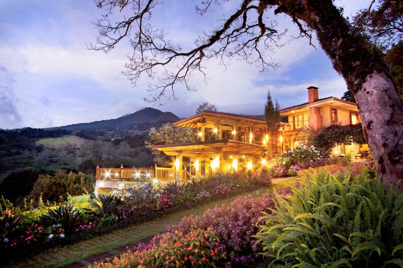 Mountain Retreat B&B near San Jose Airport, alquiler vacacional en Poasito